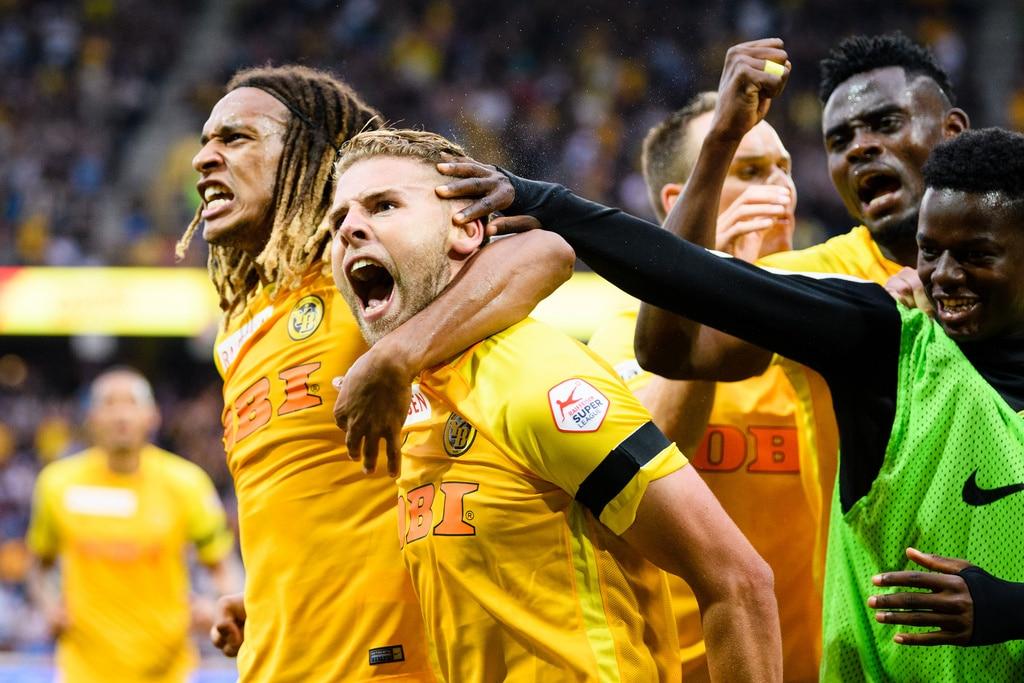 Berner Spieler jubeln nach dem ersten Tor der Partie, im Fussball Meisterschaftsspiel der Super League zwischen dem BSC Young