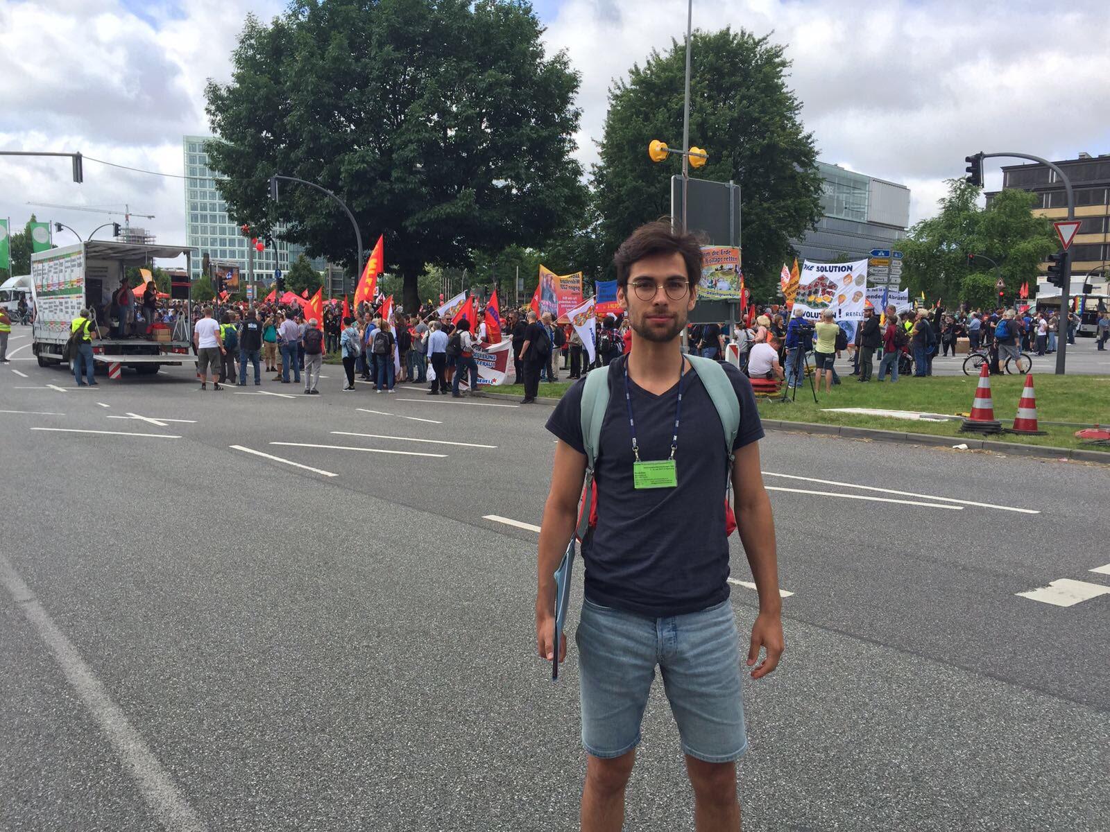 Pascal Ronc von den Demokratischen Juristen Schweiz ist als Beobachter der Kundgebungen rund um den G20-Gipfel in Hamburg.