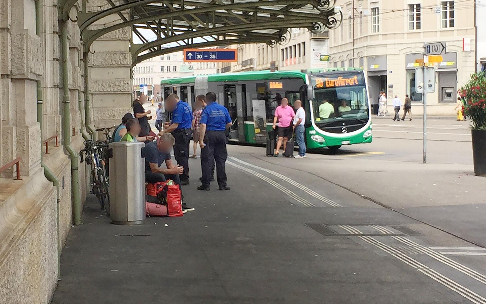 Basel, Bahnhof SBB, Grenzpolizei, Randständige, Kontrolle