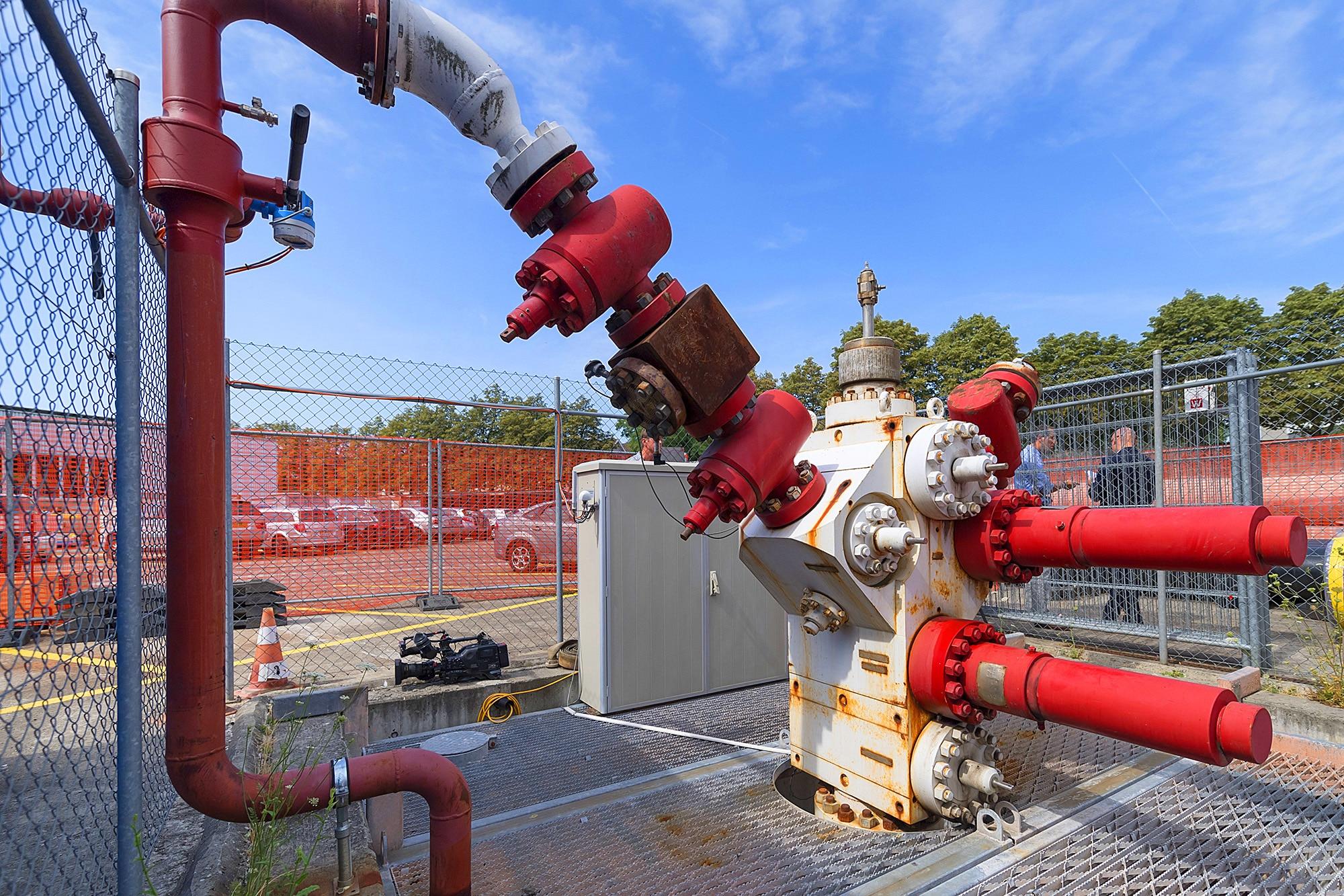 Wegen der Zunahme von Mikroerdbeben im Jahr 2017 wird beim 2011 verschlossenen Basler Geothermie-Bohrloch kontrolliert Druck