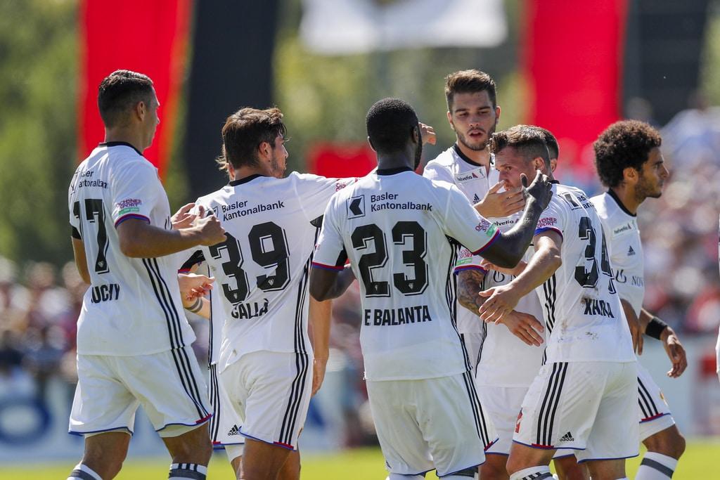 Die Basler feiern das 0-1 mit Torschuetze Taulant Xhaka, zweiter von rechts, waehrend dem Schweizer Cup Fussballspiel zwische