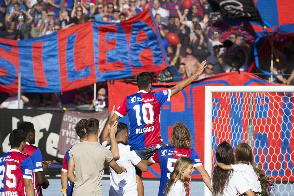 Matias Delgado wird von den Fans verabschiedet nach dem Fussball Meisterschaftsspiel der Super League zwischen dem FC Basel 1