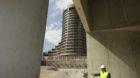 Blick aus dem künftigen Hotel-Parkhaus auf den alten Nachbar-Turm der BIZ.