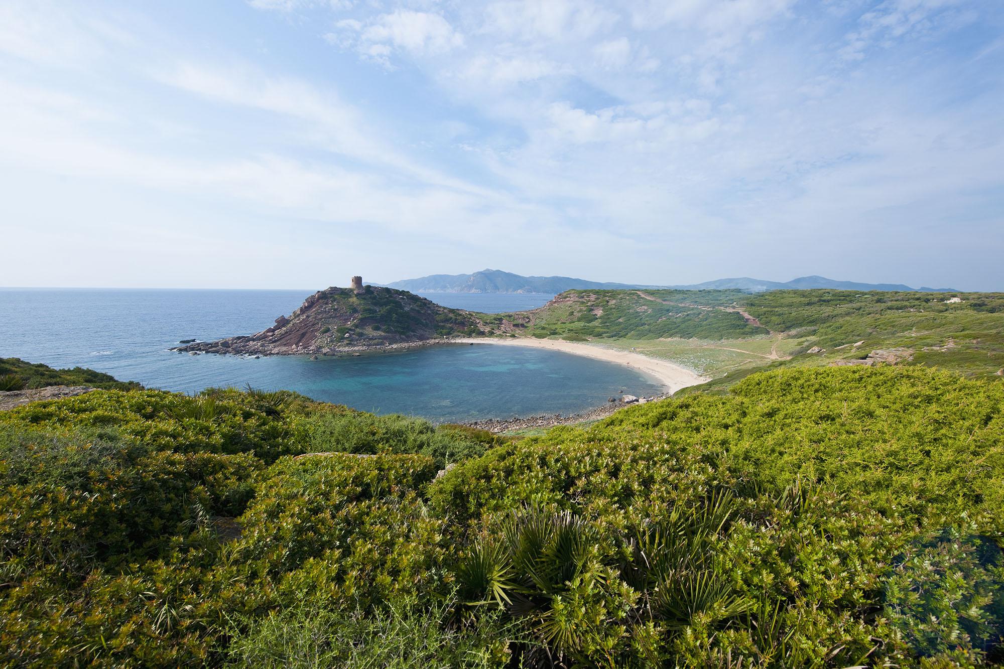 Wer beim Bauern wohnt statt direkt am Meer, findet auch mal einen Strand, der nicht überlaufen ist, wie hier bei Porto Ferro