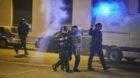 Die Polizei hatte es am Mittwochabend wieder mal mit gewaltbereiten Demonstranten zu tun.
