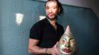 Der mexikanische Künstler Javier Puertas Salvandor in seiner Wohnung in Basel.