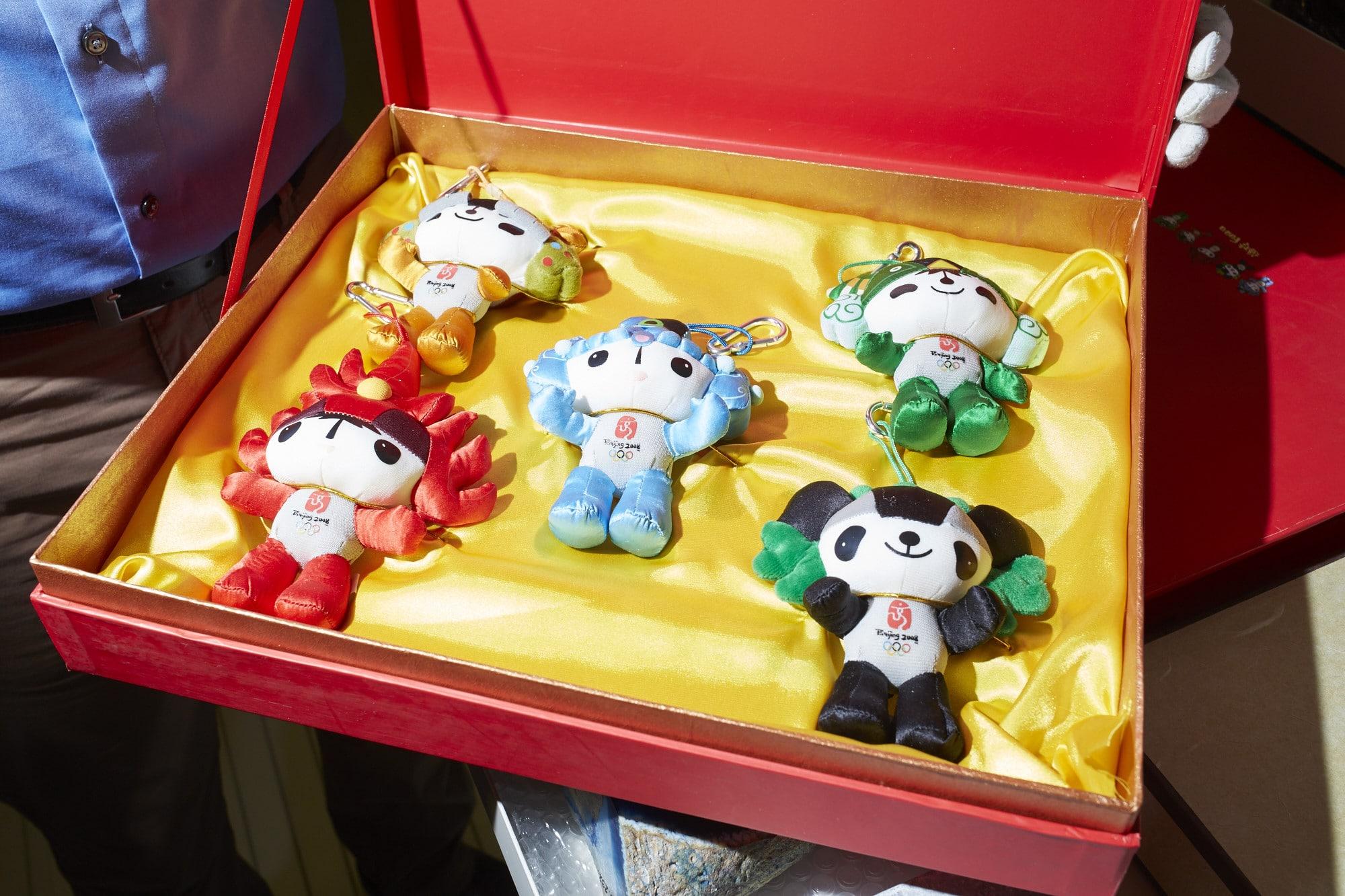 Die Peking-Maskottchen brachte eine chinesische Delegation anlässlich der Olympischen Spiele 2008 nach Basel.