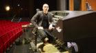 Cameron Carpenter an seiner digitalen Orgel im Musical-Theater.