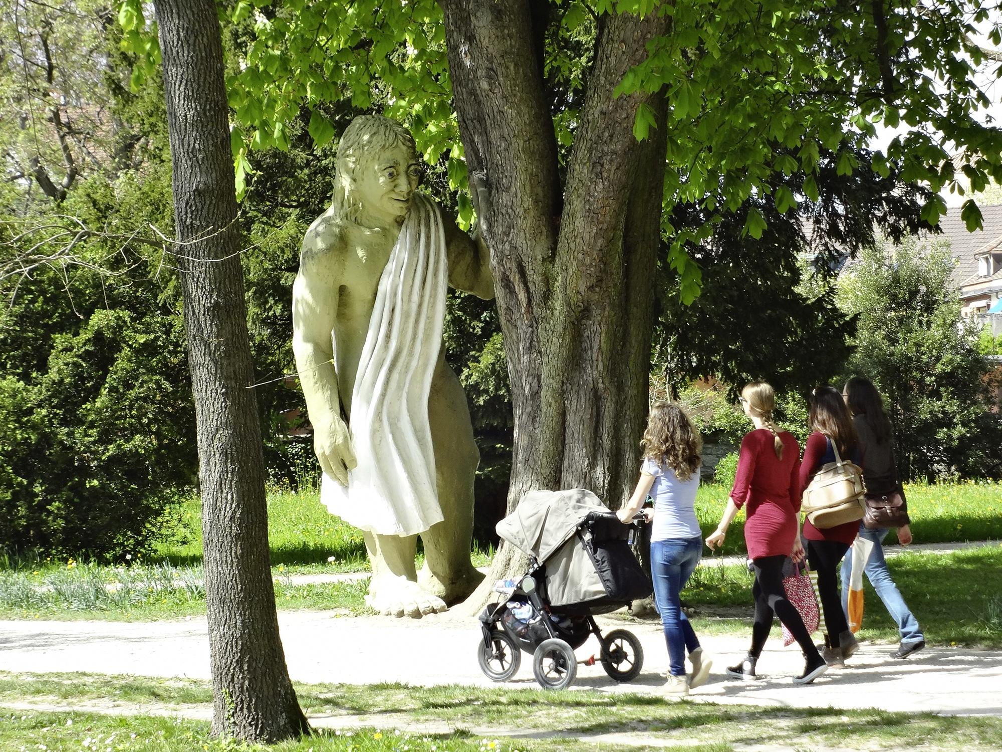 Vielleicht kommt der Riese ja auch in einer vor: Am Sonntag gibts im Kannenfeldpark Geschichten aus aller Welt.