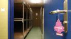 Schlafraum in der Asylunterkunft in Biel, aufgenommen am Mittwoch, 8. Februar 2012. Ab dem 1. Februar 2012 werden die Luftsch