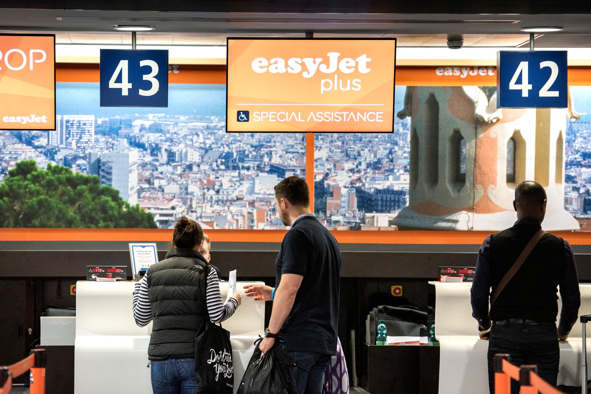 Der EuroAirport ist immer mehr in Orange getaucht.