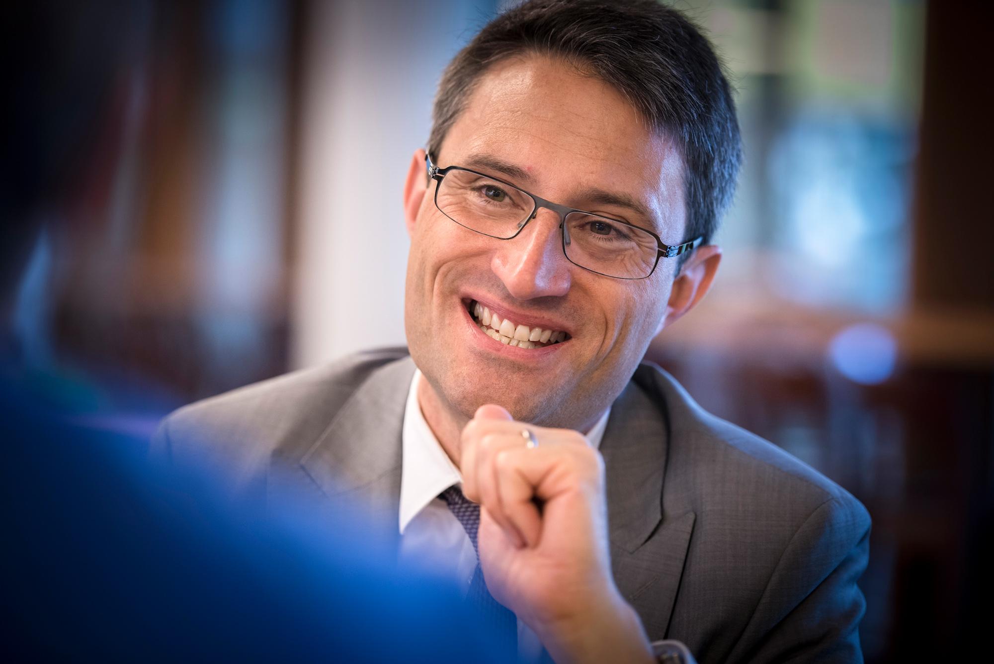 Spitalfusion unter Druck: Gesundheitsdirektor Engelberger sucht das Ventil.