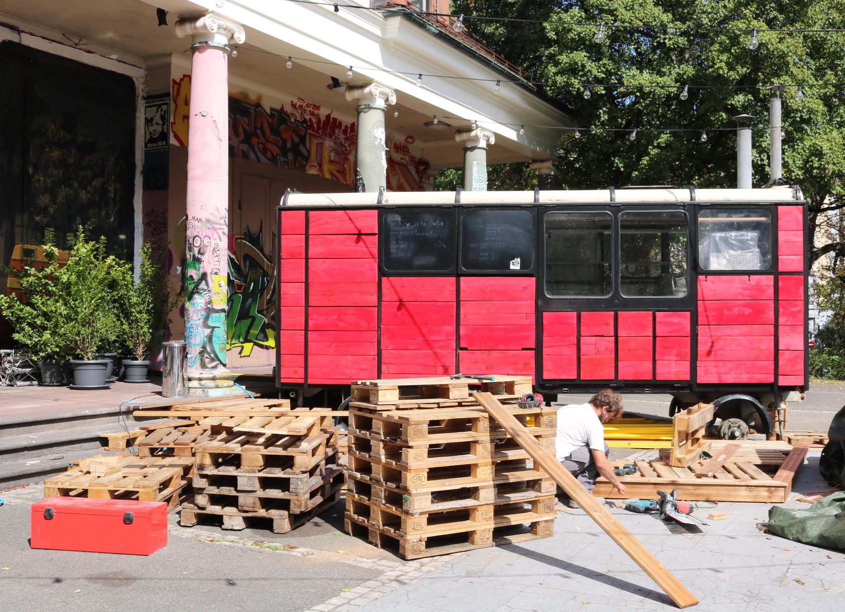 Drinks aus dem  knallroten Wohnwagen gibts künftig beim Sommercasino.