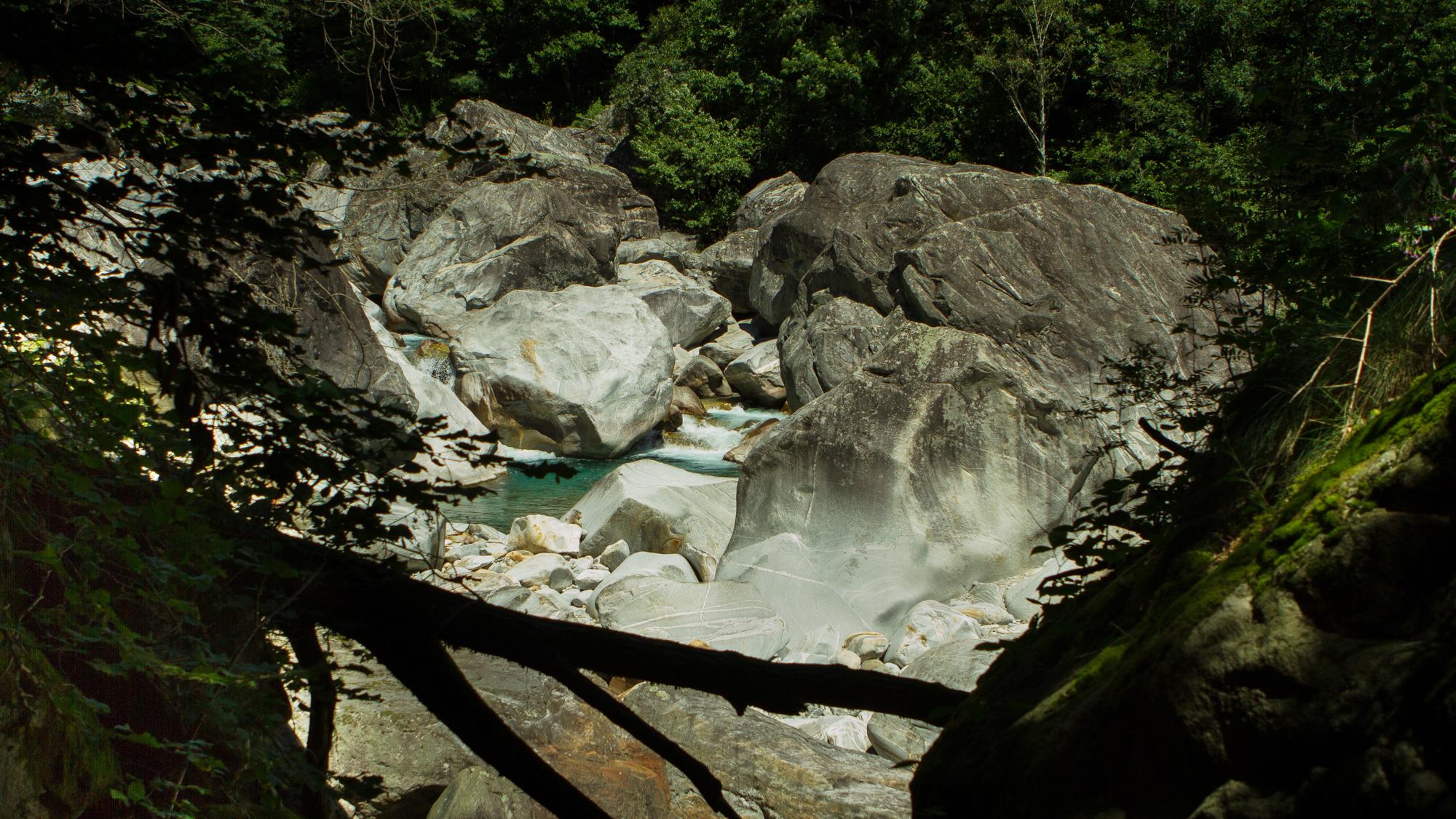Die Becken im Fluss laden zum Baden ein. Es ist aber Vorsicht geboten.