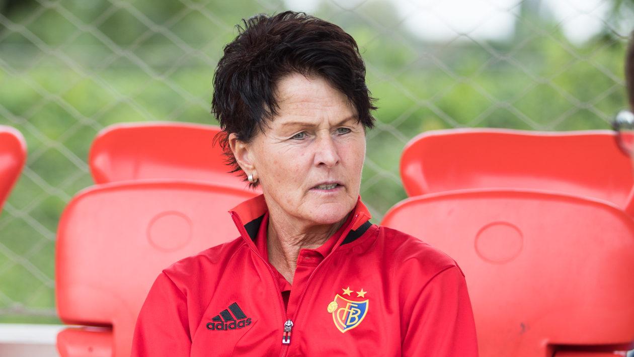 Sissy Raith ist eine ehemalige deutsche Fussballspielerin und gegenwärtige Trainerin der Frauen-Mannschaft des FC Basel.