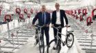 Verkehrsdirektor Hans-Peter Wessels freut sich über 545 neue Veloparkplätze am Bahnhof SBB.