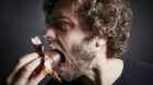 Gezuckerter Eiweissschaum im Schokoladenmantel schmeckt auch, wenn man das Ding «Schokokuss»nennt.