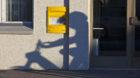 Der Briefkasten bei der Poststelle in Riken, Kanton St. Gallen, aufgenommen am 10. Februar 2011. (KEYSTONE/Martin Ruetschi)