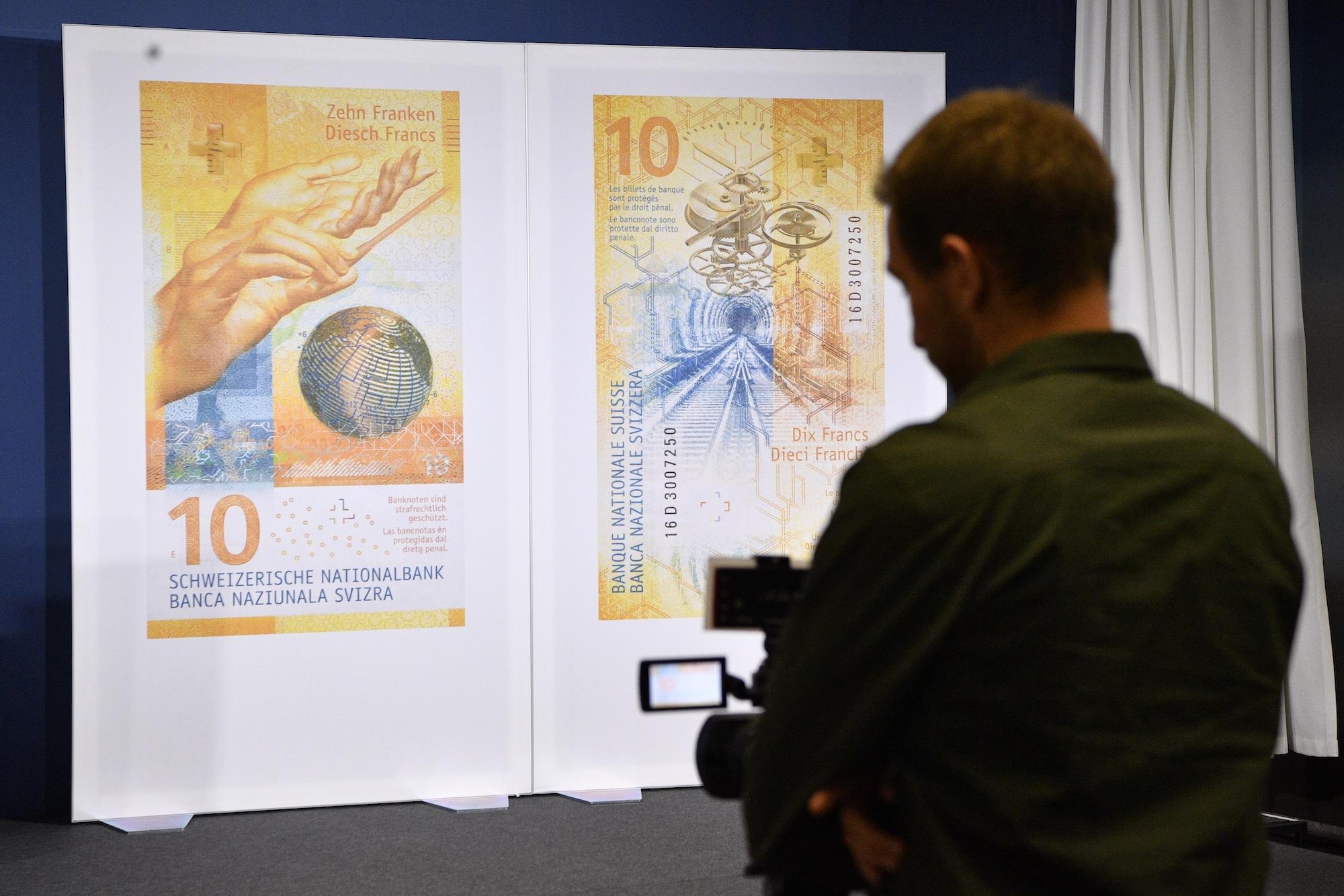 Die neue Schweizer 10-Franken-Note der Schweizerischen Nationalbank, aufgenommen an der Medienkonferenz in Bern, am Mittwoch,