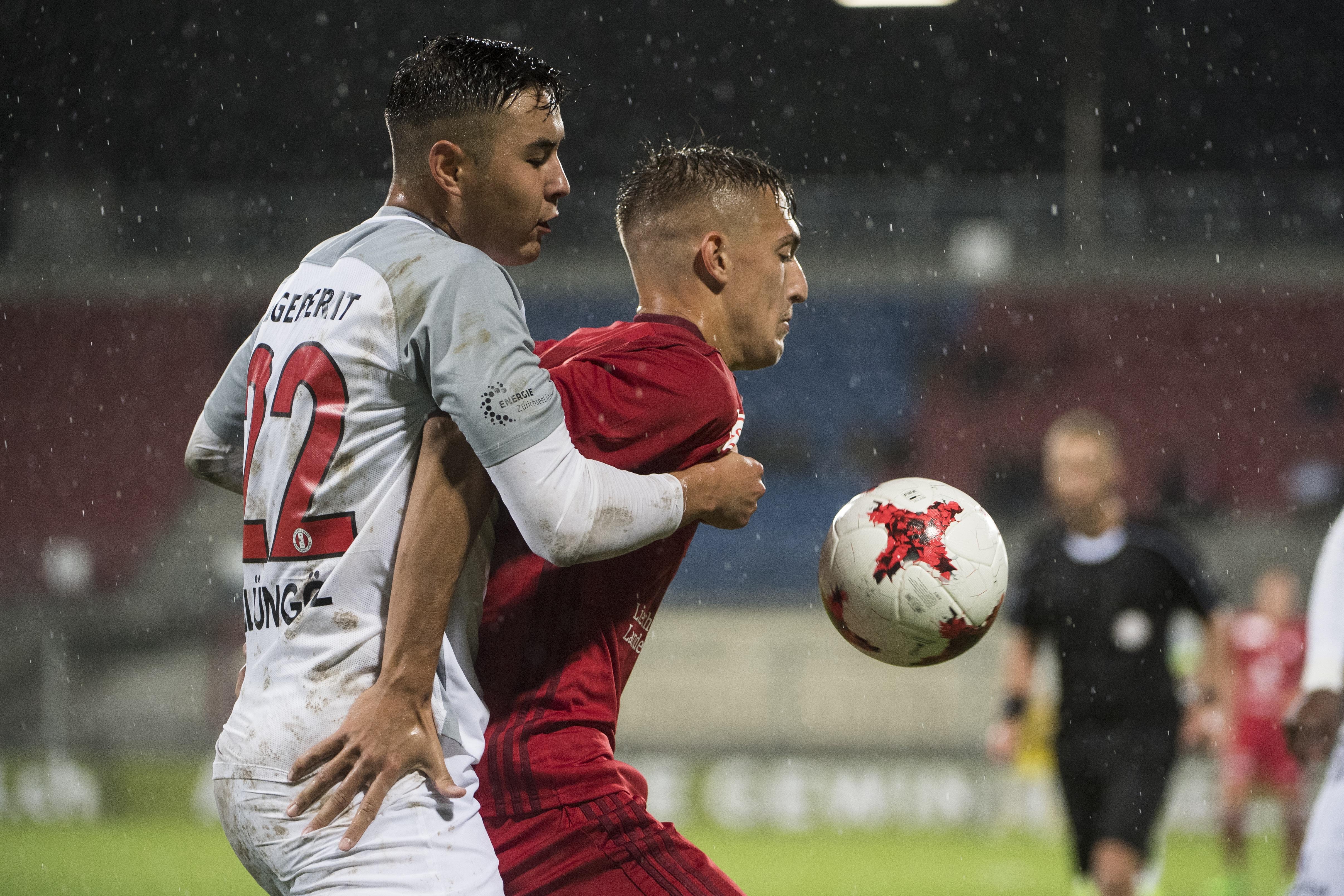 09. September 2017; Vaduz; Fussball Challenge League - FC Vaduz - FC Rapperswil; Berkay Sueluengoez (Rapperswil)  gegen Aldin