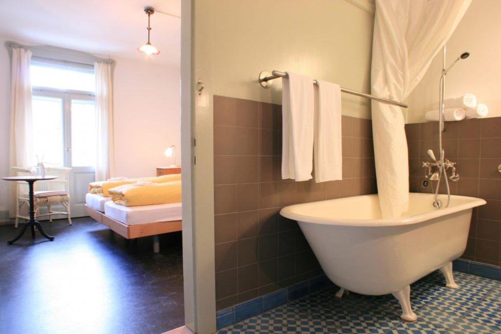 f sschen badewanne statt flachbild fernseher in berg n tageswoche. Black Bedroom Furniture Sets. Home Design Ideas