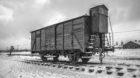 Polen, Auschwitz (Oswiecim), 26.01.2015.Viehwagon fuer den Transport der Gefangenen an der Judenrampe im Konzentrationslager
