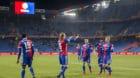Basels Michael Lang, zweiter von links, laesst sich von seinen Mitspielern fuer das 1-0 feiern, im Viertelfinal des Schweizer