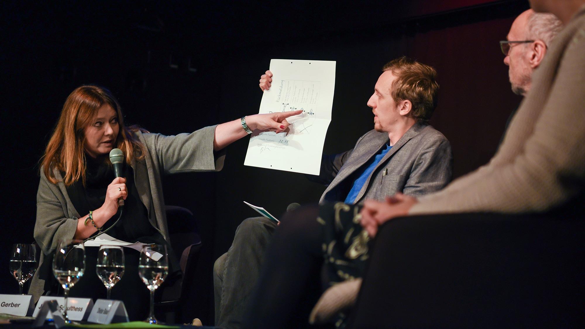 Wer zu wenig Punkte macht, ist ein «Schwächling»: Mutter Brigitta Gerber zeigt, wie ihr Sohn in einem Primarschüler-Test