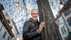 Förster, Baum-Philosoph und Bestseller-Autor Peter Wohlleben auf dem Rümelinsplatz in Basel.