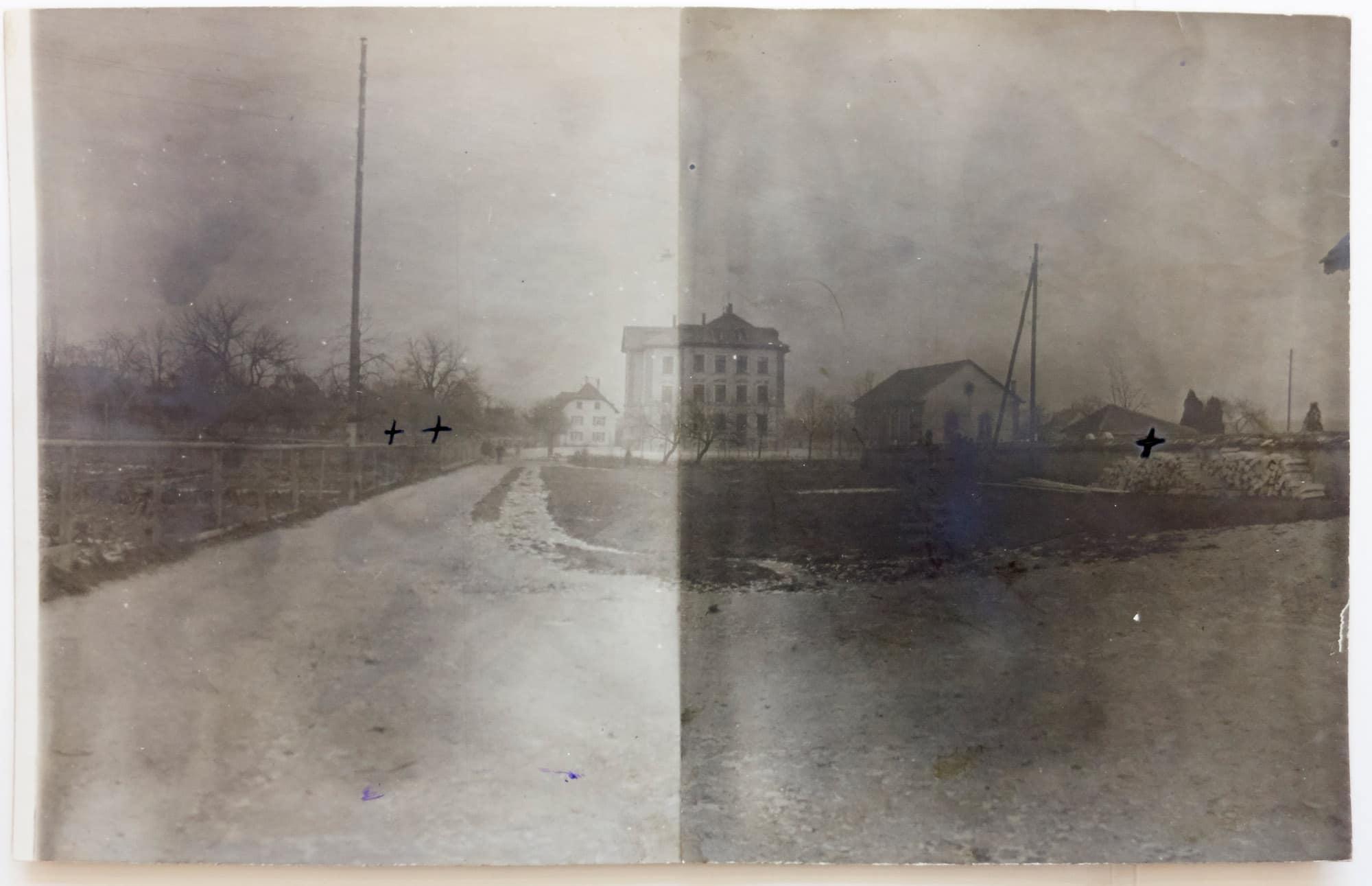 Muttenz, 6. Dezember 1917. Die Kreuze markieren die Stellen, wo die drei Bomben einschlugen.