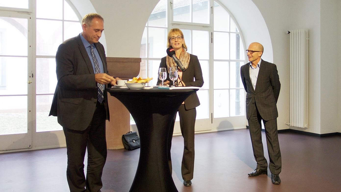 Die neue BVB-Verwaltungsratspräsidentin Yvonne Hunkeler flankiert von Regierungsrat Hans-Peter Wessels und dem Interimspräs