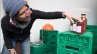 Bild: Stephanie Nabholz. In der Sammlerei werden Früchte und Gemüse  von Gärten der Stadt und Region Basel verarbeitet, di