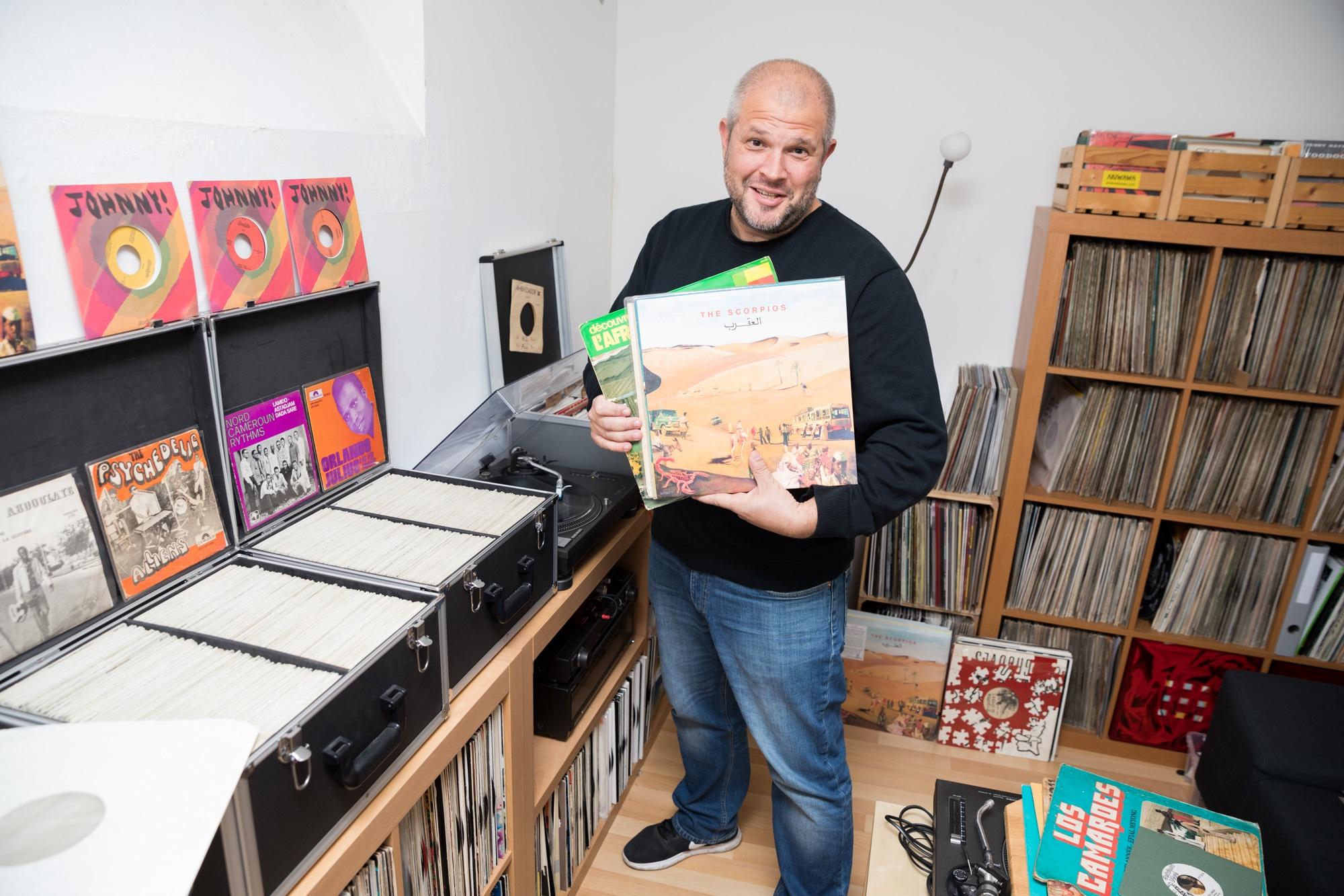 Rainer Windisch ist DJ und Musikfreak, der mit Konzeptlos bands nach Basel holt.