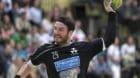 Der Basler Rares Jurca verwandelt einen SIebenmeter im Spiel der Abstiegsrunde der Handball Nationalliga A Meisterschaft der