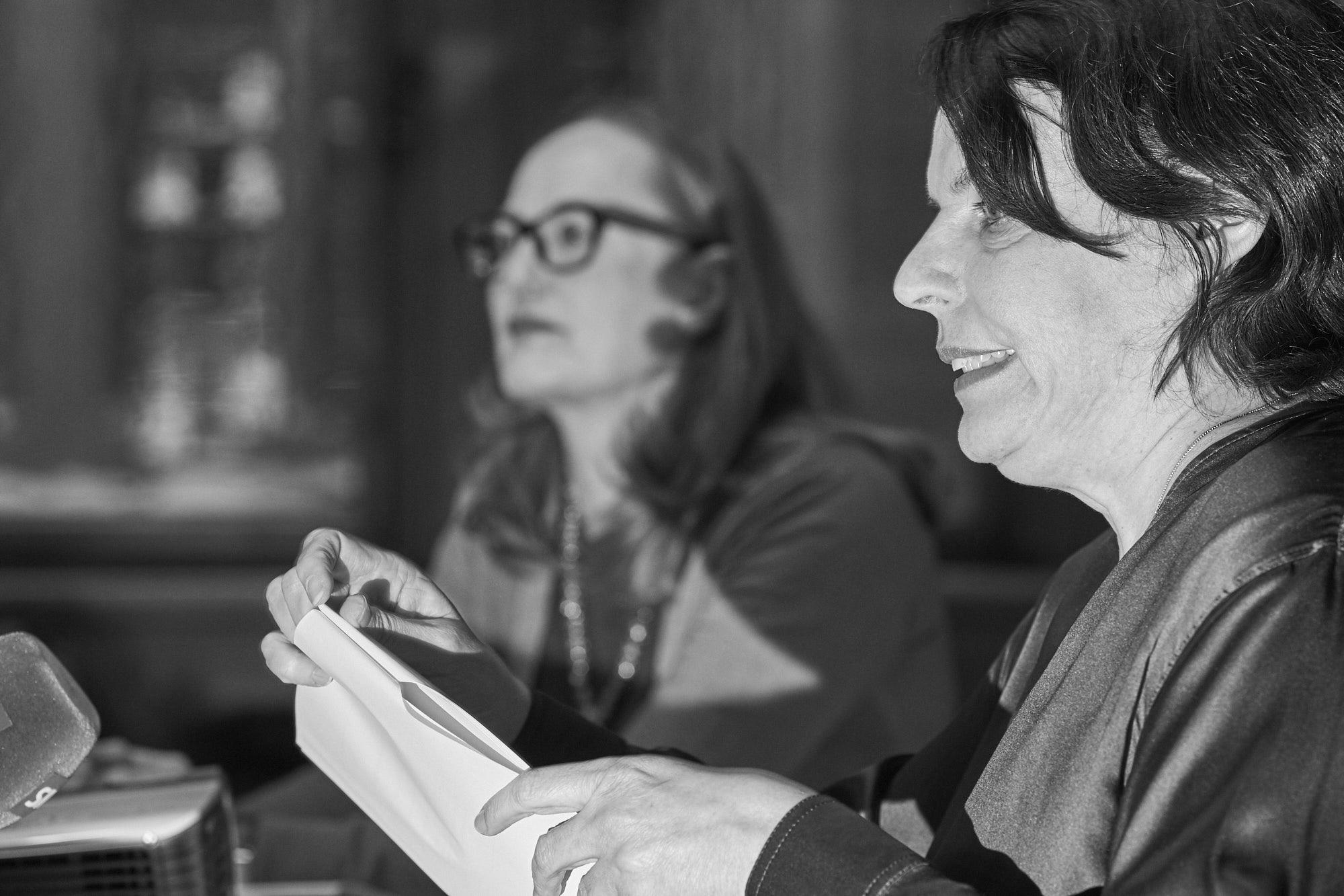 Regierungspräsidentin Elisabeth Ackermann und ihre Kultur-Co-Chefin Sonja Kuhn präsentieren die Museumsstrategie.