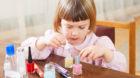 Schminken kann die Gesundheit Ihres Kindes gefährden.