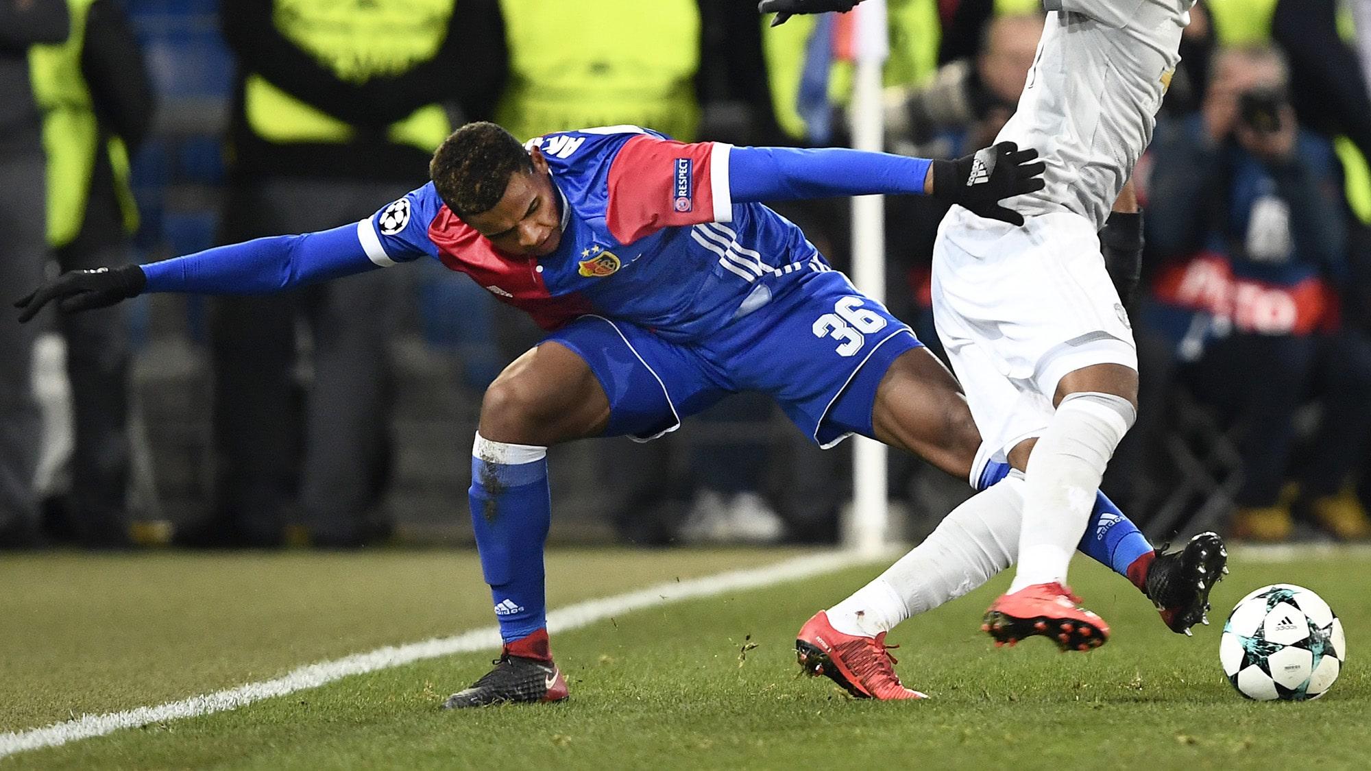 22.11.2017; Basel; Fussball Champions League - FC Basel - Manchester United; Manuel Akanji (Basel) gegen Anthony Martial (Ma
