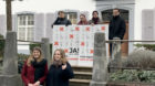 Stimmrecht ist ein Menschenrecht: Das Initiativekomitee vordem Regierungsgebäude in Liestal.