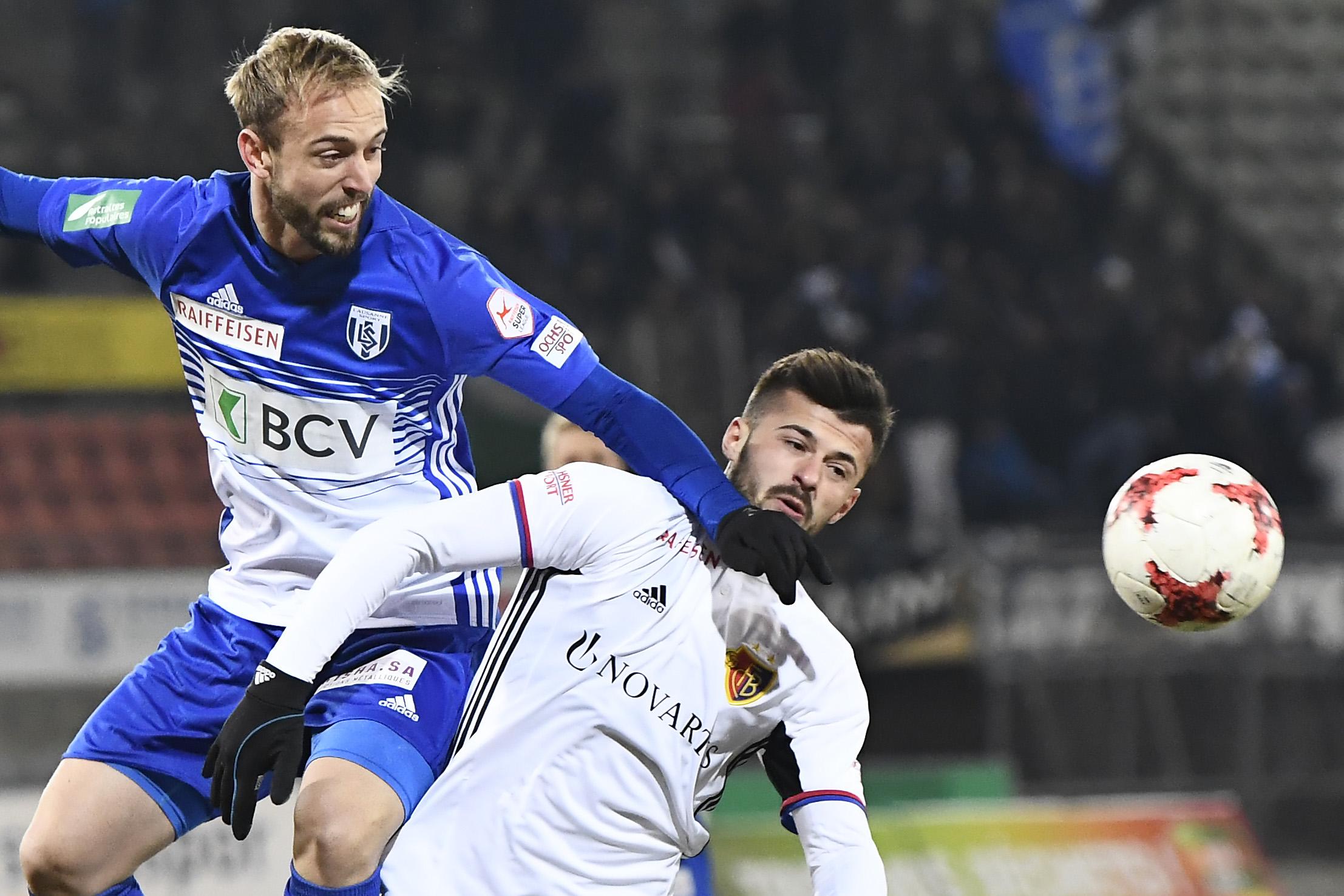 02.12.2017; Lausanne; Fussball Super League - FC Lausanne-Sport - FC Basel;Nicolas Getaz (Lausanne) gegen Albian Ajeti (Base
