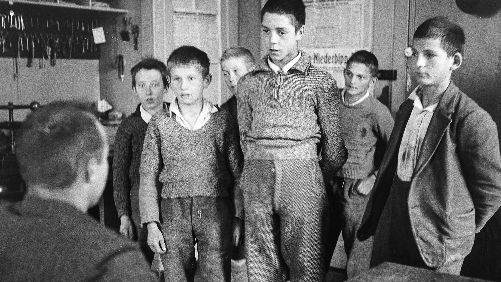 Verdingt und allein gelassen: Heimkinder in Bern 1940.
