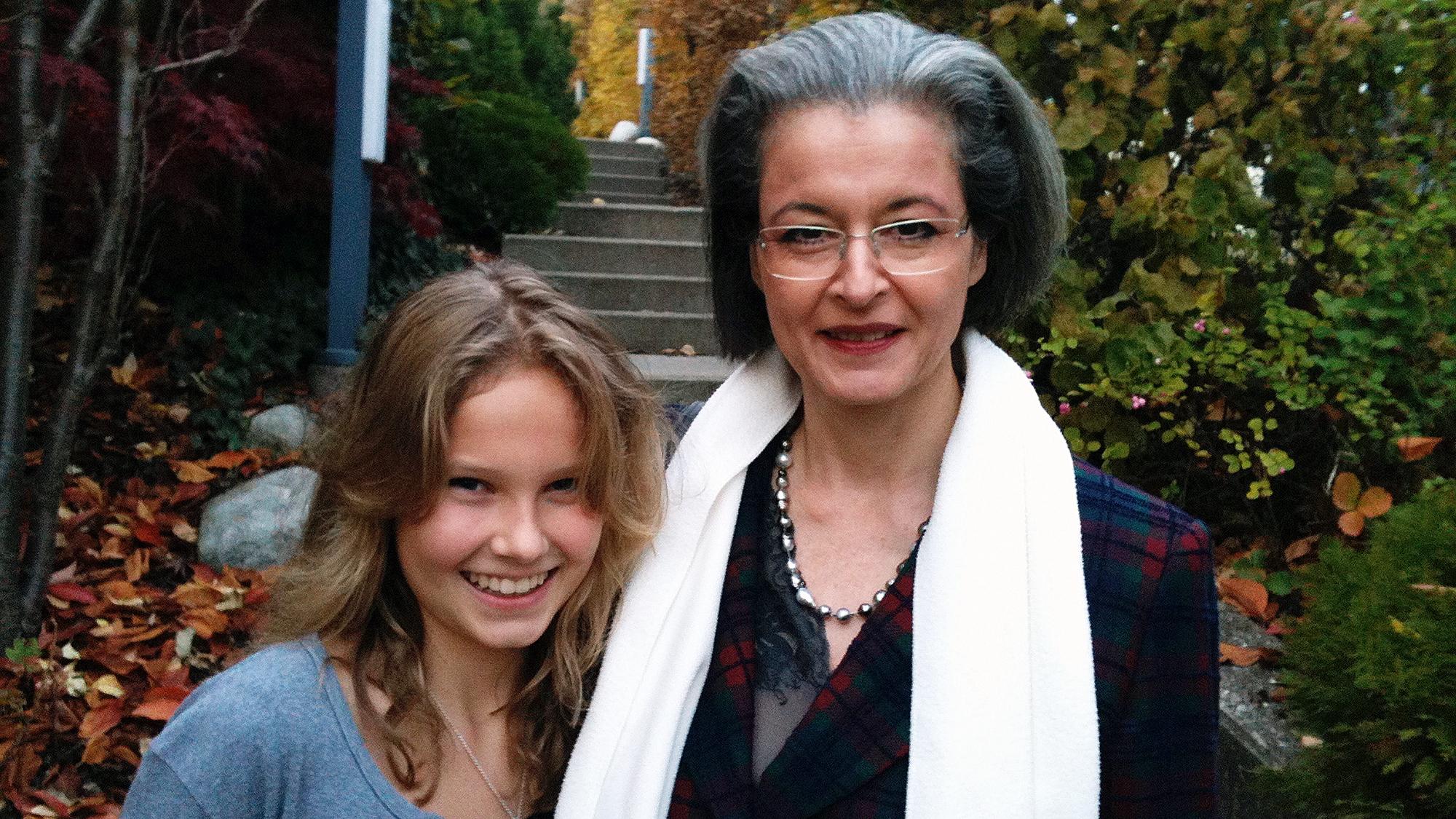 Stark und unabhängig dank Mama: unsere Autorin mit ihrer Mutter.
