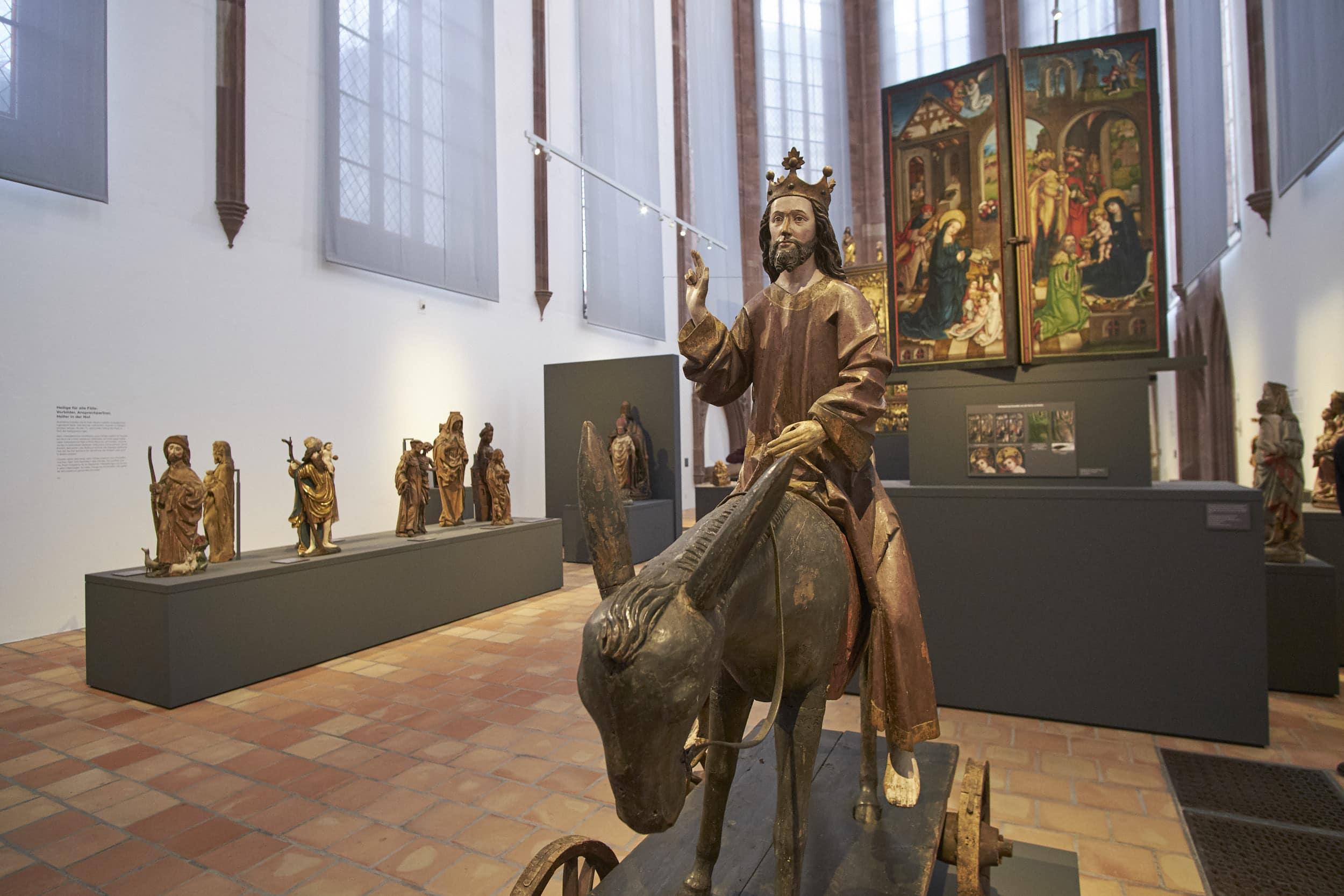 «Glaubenswelten des Mittelalters» im Chor der Barfüsserkirche.