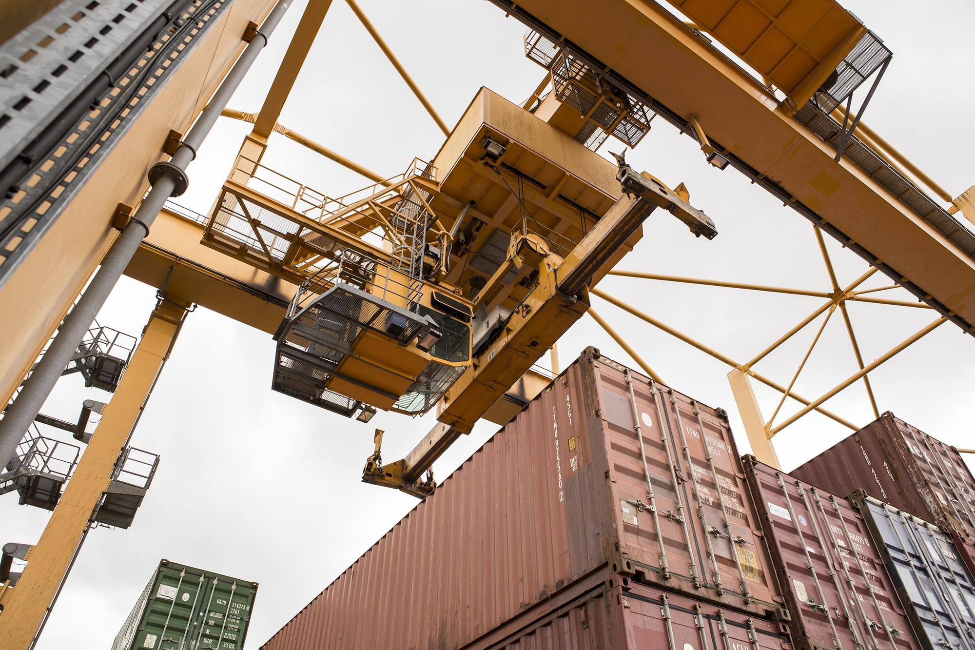 Viel Betrieb: So soll es nach dem Willen des Bundes auch künftig am Basler Hafen zugehen.