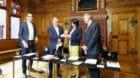 Die Vertreter der SBB (Entwicklungschef Alexander Muhm und CEO Andreas Meyer) übergaben den Vertretern der Basler Regierung