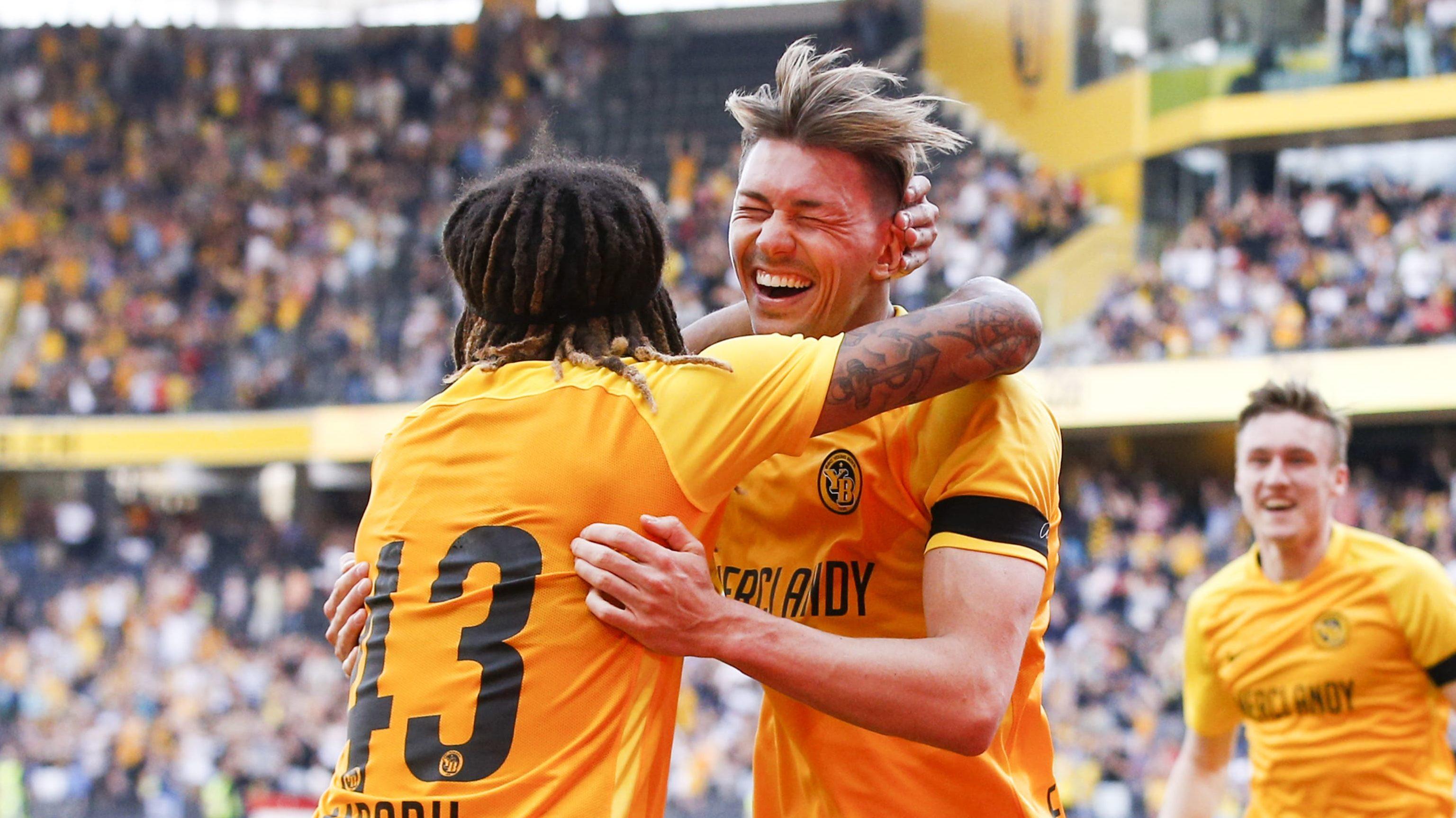 22.04.2018; Bern; Fussball Super League - BSC Young Boys - FC Lausanne-Sport; Kevin Mbabu und der Torschuetzen zum 4:1 Chris