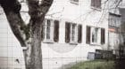Das Mehrfamilienhaus an der  Hauptstrasse 91 in Rünenberg wo  SVP Nationalrat Thomas de Courten wohnt.  Foto: Michael Wü