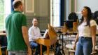 Händels Barockmusik trifft auf brasilianischen Pop: Der Profi-Sänger: Aufnahme aus der frühen Probephase.