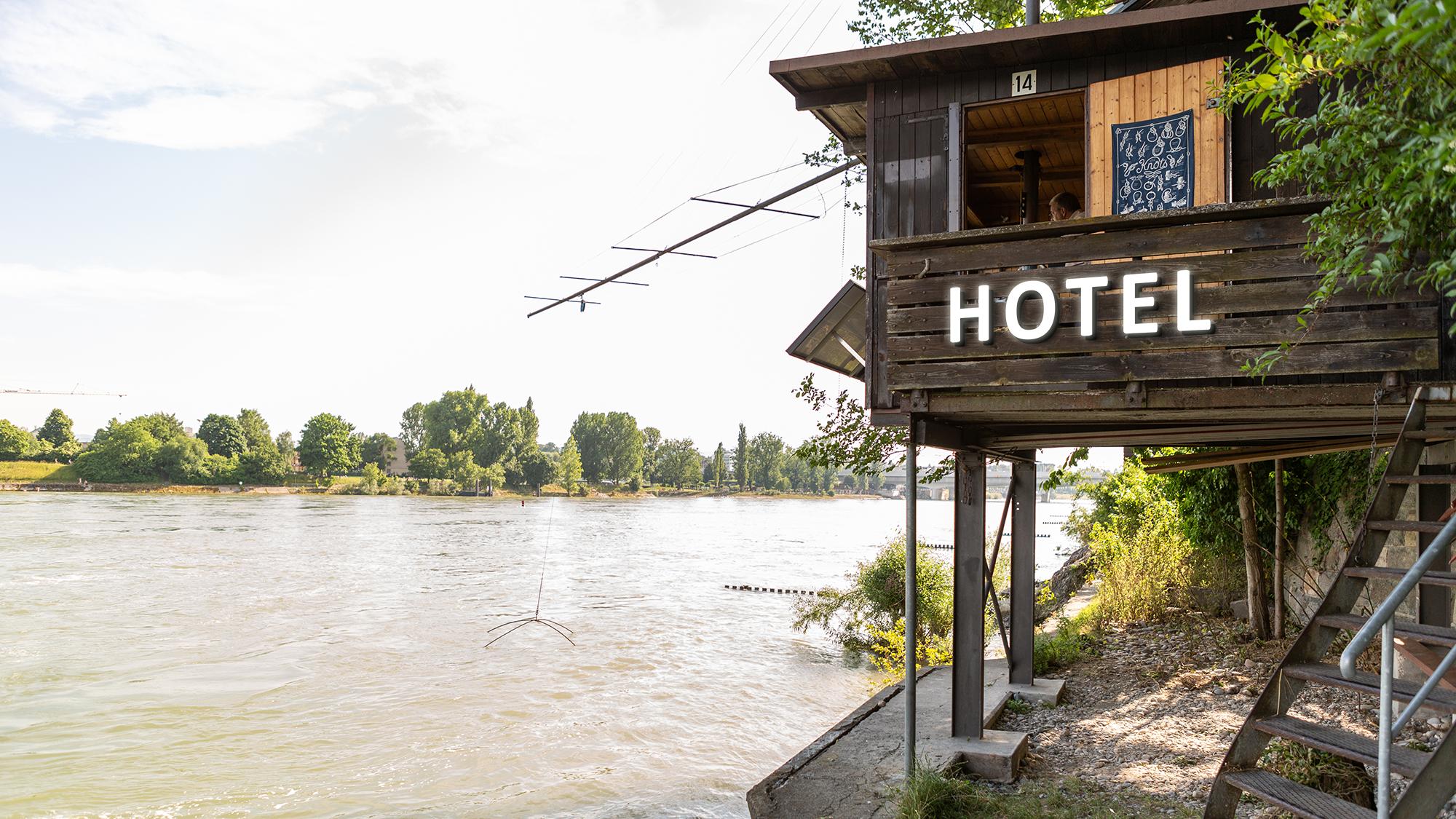 Touristen ködern statt Fische fangen: Ein Basler Galgen wechselt die Branche.