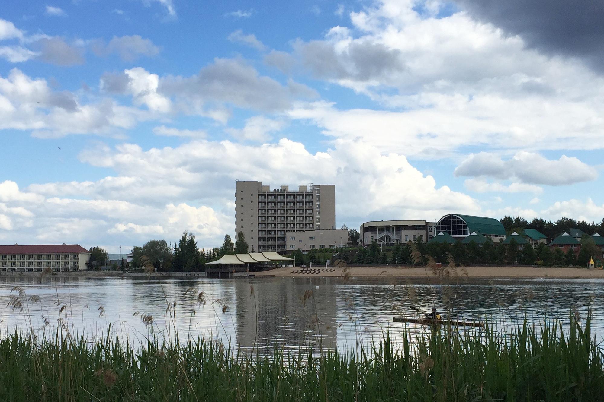 Ein Hotel von «gehobenem Stil», wie die Reiseführer bescheinigen: Das «Lada-Resort» vor den Toren von Toljatti.