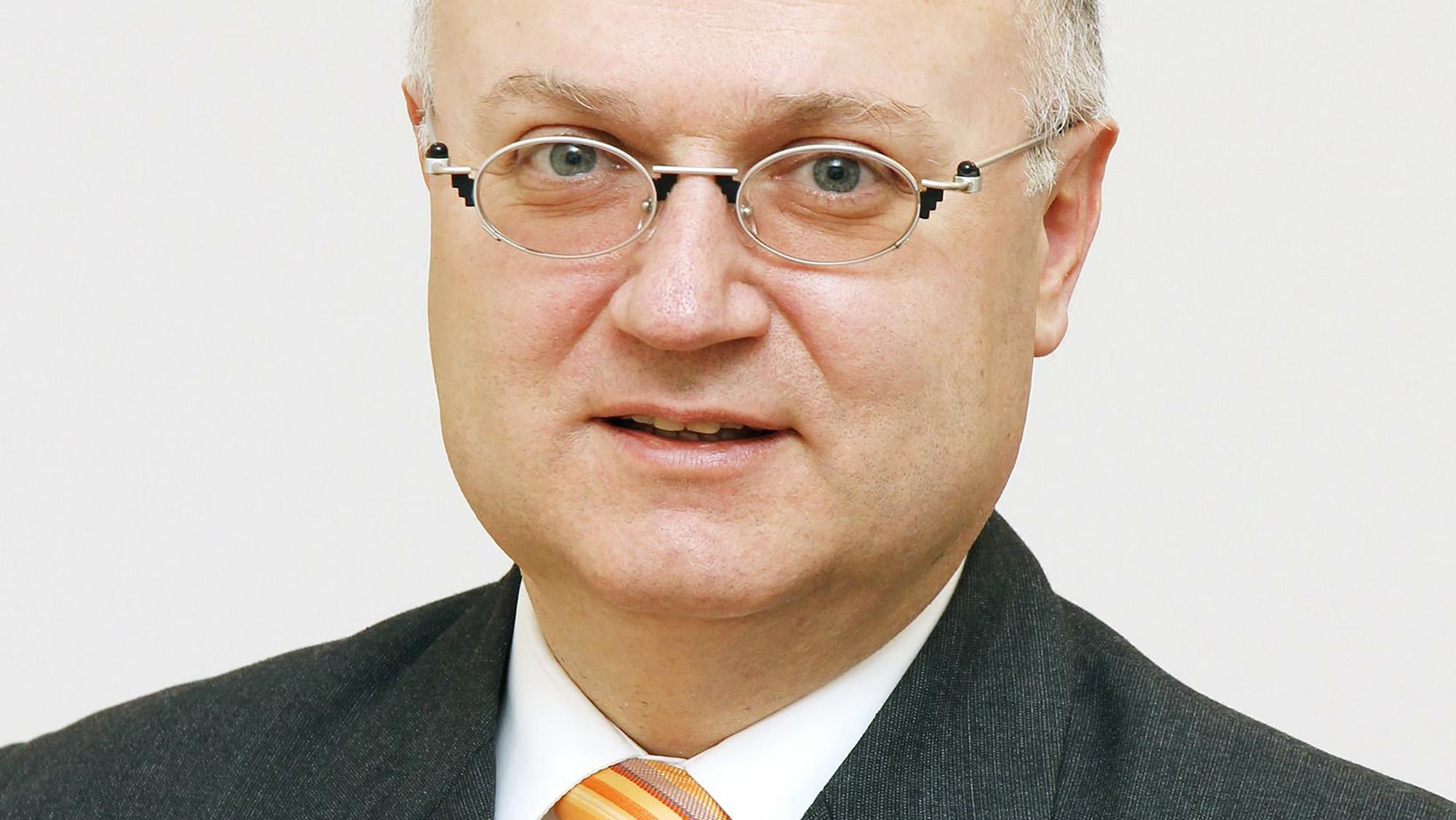 Ebneter ist Inhaber der Firma Avantgastro GmbH und betreibt in Basel verschiedene Lokale (unter anderem Etcetera, Null-9-Fün